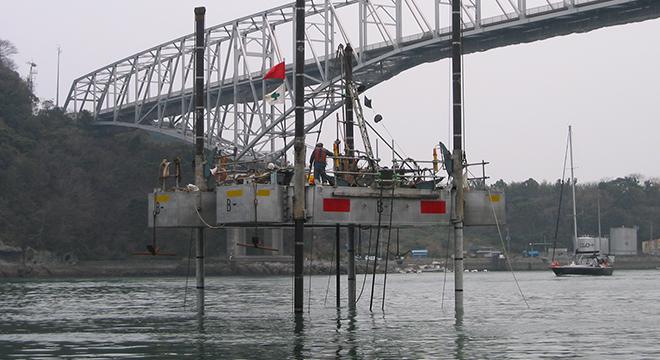 橋梁基礎調査のための海上ボーリング事例