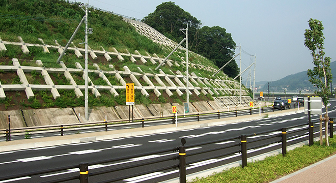 道路拡幅に伴う法面設計